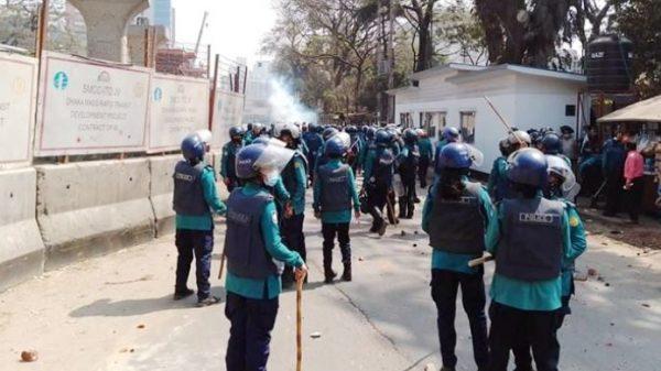 রাজধানীতে পুলিশ-ছাত্রদল সংঘর্ষ : সাংবাদিকসহ আহত ৩৫