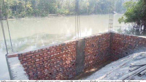 উজিরপুরের ওটরায় সরকারি খাল দখল করে পাঁকা ভবন নির্মান