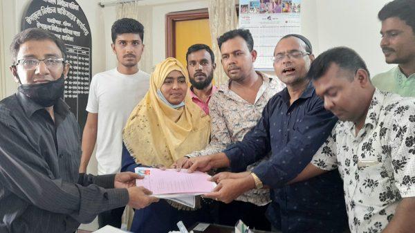 বানারীপাড়া সদর ইউপি'র নারী ইউপি সদস্য প্রার্থী তামান্না'র মনোনয়ন পত্র দাখিল
