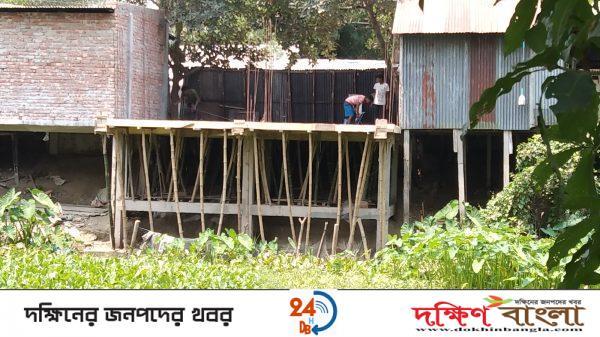 আগৈলঝাড়ায় সরকারি খাল দখল করে পাকা ভবন নির্মানের অভিযোগ
