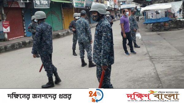 করোনা মোকাবেলায় মোংলায় নৌবাহিনীর টহল